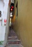 最狭窄的街道在欧洲 cesky捷克krumlov中世纪老共和国城镇视图 布拉格 库存图片