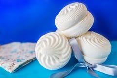 最甜的甜点和好吃的东西 白色蛋白软糖 免版税库存图片