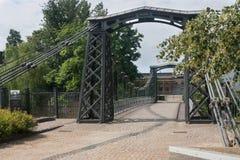 最老在欧洲链子铁在MaÅ '的吊桥Panew河 免版税库存照片