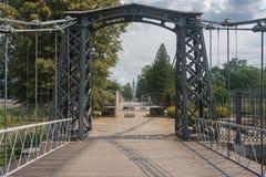 最老在欧洲链子铁在MaÅ '的吊桥Panew河 图库摄影