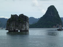 最著名的小岛在下龙湾 图库摄影