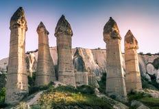 最著名的谷在土耳其告诉了Love Valley自然本底 库存图片