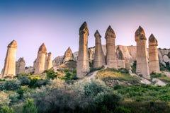 最著名的谷在土耳其告诉了Love Valley自然本底 库存照片