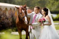 最近已婚夫妇 免版税库存图片