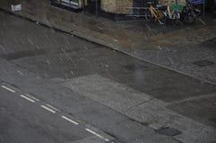 最近开始雪秋天和公共汽车云香36 免版税图库摄影