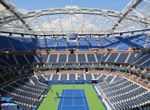 最近改善的亚瑟・艾许球场在比利・简・金国家网球中心 库存照片