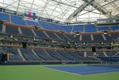 最近改善的亚瑟・艾许球场在比利・简・金国家网球中心 库存图片