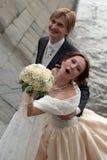 最近结婚的夫妇愉快 免版税库存图片