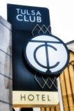 最近被更新的土尔沙俱乐部装饰艺术运动旅馆在街市土尔沙的心脏 免版税库存照片