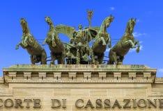 最高法院判决撤销(意大利) -有老鹰标准和马的运输车 图库摄影