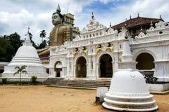 最高的安装的菩萨在斯里兰卡能在Dickwella附近的Wewurukannala Vihara被看见在斯里兰卡的南部的海岸 免版税库存图片