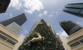 最高的马来西亚圣诞树的全视图 免版税图库摄影
