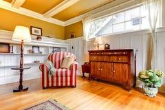 最高限额椅子金居住的红色空间 库存图片