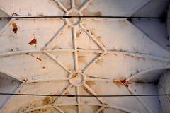 最高限额 废墟 在被加强的中世纪撒克逊人的福音派教会里面在村庄Felmer, Felmern,特兰西瓦尼亚,罗马尼亚 库存图片