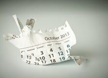 10月。 被弄皱的日历板料 免版税库存照片