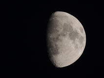 月亮…在一个多云晚上 库存照片