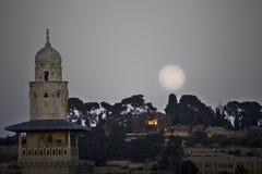 月亮上升在耶路撒冷 免版税库存照片