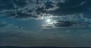 月亮和云彩在晚上 股票视频