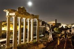 月亮在罗马广场的晚上 免版税图库摄影