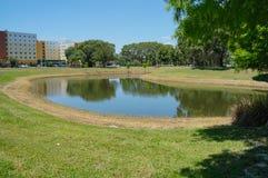 月亮形状池塘(湖)南佛罗里达大学的 免版税库存图片