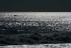 月亮晚上海洋 免版税图库摄影