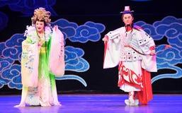 月亮爱故事江西OperaBlue外套的女神 免版税库存图片