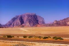 月亮瓦地伦约旦橙色黄沙岩层谷  免版税库存图片
