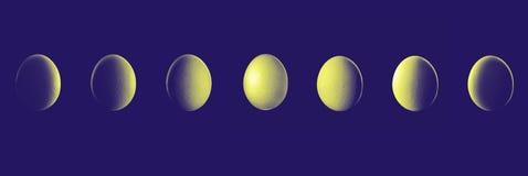 月亮由鸡蛋的阶段展示在与阴影行星的夜 免版税库存照片