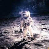 月亮的宇航员 免版税图库摄影