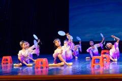 月亮耳语北京舞蹈学院分级的测试卓著的儿童` s舞蹈教的成就陈列江西 免版税图库摄影