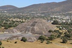 月亮金字塔在特奥蒂瓦坎,墨西哥城 库存照片