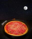 月亮击中您的象一个大比萨饼的眼睛 免版税库存照片