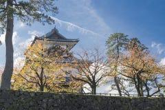 11月以传统日本建筑学为特色的细节今池城堡好日子风景 库存图片