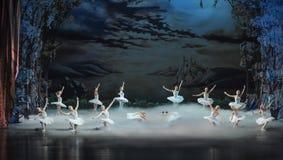 月光夜这天鹅湖芭蕾天鹅湖为时场面  库存图片