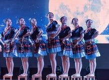 月光挥动的舞蹈土家族国籍 免版税库存图片