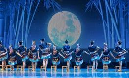 月光浴土家族国籍-中国古典舞蹈 库存照片