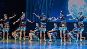月光浴土家族国籍-中国古典舞蹈 免版税库存照片