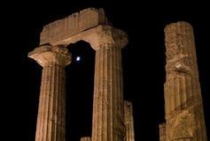 月光的希腊寺庙首都在阿哥里根托,西西里岛 免版税库存图片