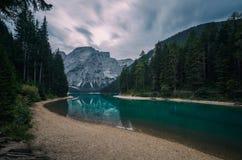 月光的lago di Braies Braies湖 库存图片