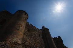 月光Carcassonne中世纪塔和墙壁  免版税库存图片