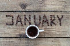 1月在木背景的咖啡豆 库存照片