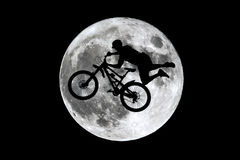 满月坐享其成跳跃 库存图片