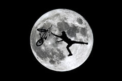 满月坐享其成跳跃 图库摄影