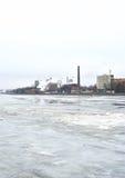 10月堤防和内娃河在冬天 免版税库存照片