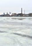 10月堤防和内娃河在冬天 图库摄影