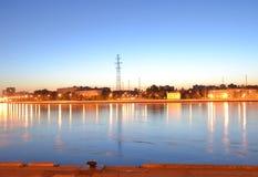 10月堤防在晚上 库存照片