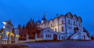 5月夜的通告的大教堂的看法 Kaza 库存照片
