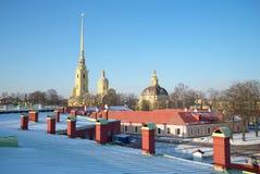 2月天在彼得和保罗堡垒 大教堂圆屋顶isaac ・彼得斯堡俄国s圣徒st 免版税库存图片