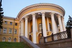 10月宫殿大厦 免版税图库摄影