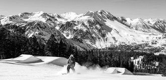 6月山的,全景, B/W挡雪板 图库摄影